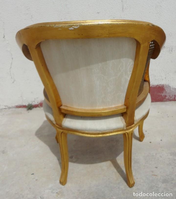 Antigüedades: Pareja de sillones o butacas tapizada y rejilla, acabadas en pan de oro - Foto 5 - 169588264