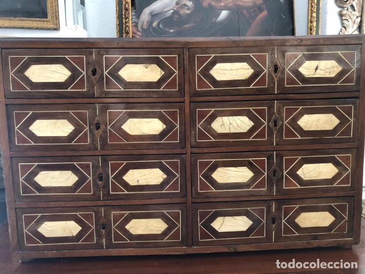 EXTRAORDINARIO BARGUEÑO ORIGINAL, DECORACION GEOMETRICA (Antigüedades - Muebles Antiguos - Bargueños Antiguos)