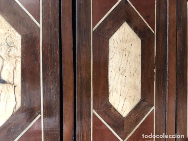 Antigüedades: EXTRAORDINARIO BARGUEÑO ORIGINAL, DECORACION GEOMETRICA - Foto 6 - 169608612