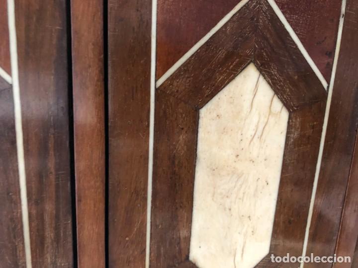 Antigüedades: EXTRAORDINARIO BARGUEÑO ORIGINAL, DECORACION GEOMETRICA - Foto 7 - 169608612
