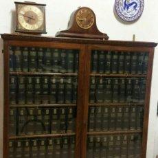 Antigüedades: VITRINA CON 93 VOLÚMENES DEL ENCICLOPEDIA UNIVERSAL ESPASA CALPE. Lote 169621736