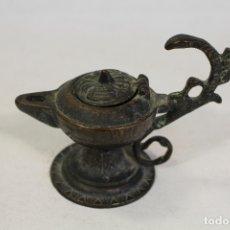 Oggetti Antichi: LAMPARA ANTIGUA DE ACEITE EN BRONCE. Lote 169625884