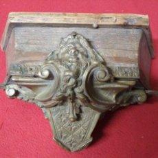 Antigüedades: ANTIGUA PEANA REPISA EN MADERA Y BRONCE. Lote 169633480