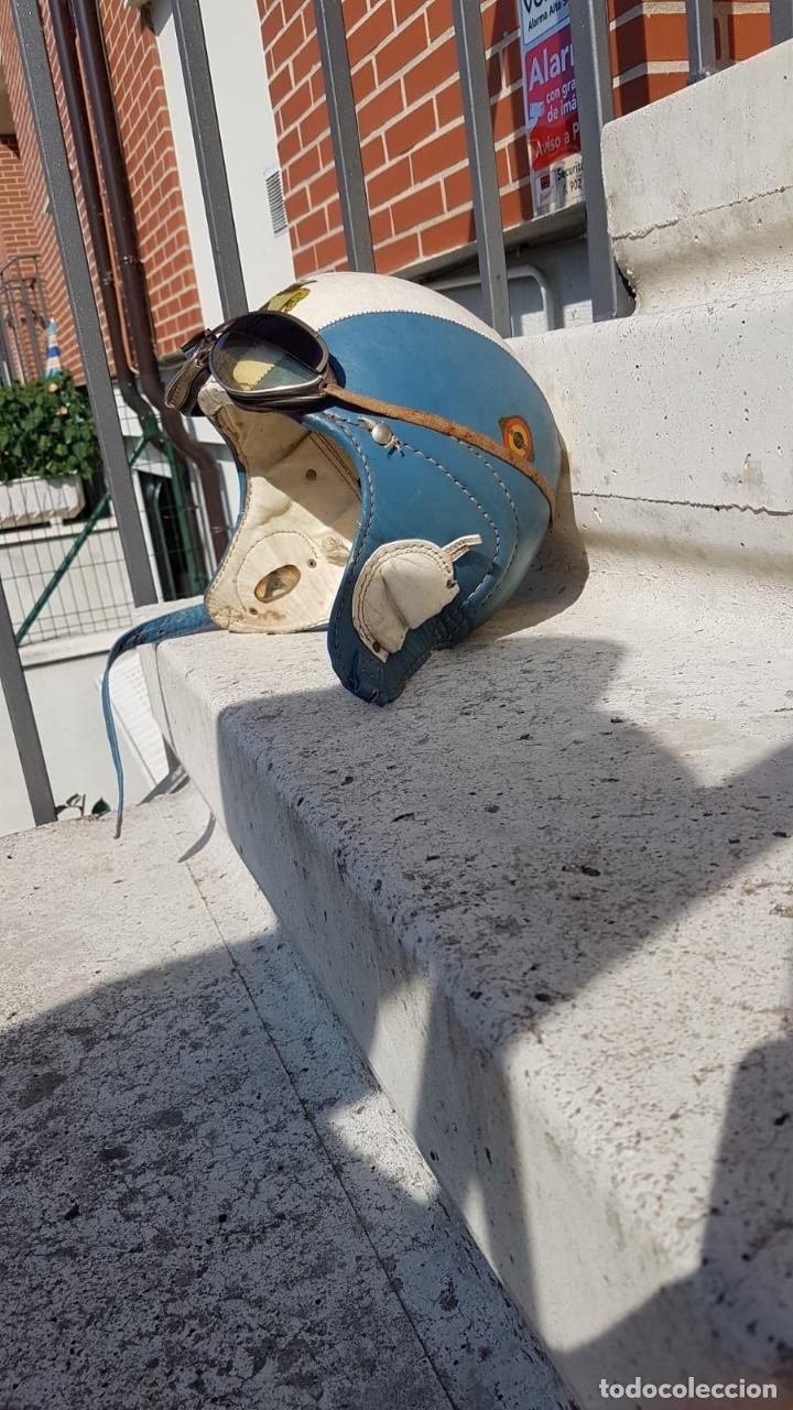 Antigüedades: CASCO ANTIGUO DE MOTO CON GAFAS AZUL Y BLANCO EXPECTACULARES,AÑOS 40-50 APROX - Foto 15 - 169657584