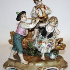 Antigüedades: GRUPO ESCULTORICO EN PORCELANA PINTADA DEL TALLER DE SALVADOR MAYOL. CIRCA 1950. Lote 169661044