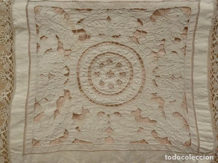 Antigüedades: ANTIGUA PIEZA DE MUSELINA DE ENCAJE RICHELIEU Y BOLILLO SOBRE SEDA ROSA S.XIX - Foto 3 - 169666084