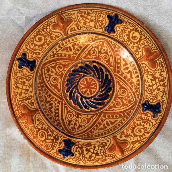 ANTIGUO PLATO DE CERÁMICA DE REFLEJOS METÁLICOS MANISES (Antigüedades - Porcelanas y Cerámicas - Manises)