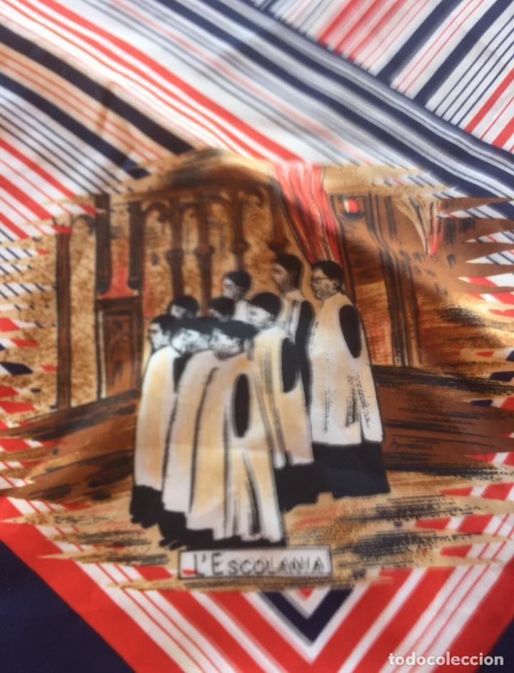 Antigüedades: Pañuelo Verge Virgen de Montserrat diferentes imágenes años cincuenta. 68x69cm - Foto 3 - 169730064