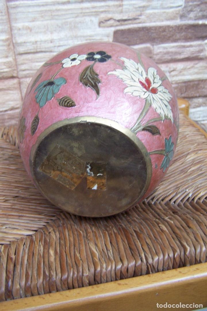 Antigüedades: JARRÓN CON TAPA, TIBOR, EN LATÓN ESMALTADO. 16 CMS. DE ALTURA. - Foto 2 - 169732048