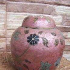 Antigüedades: JARRÓN CON TAPA, TIBOR, EN LATÓN ESMALTADO. 16 CMS. DE ALTURA.. Lote 169732048