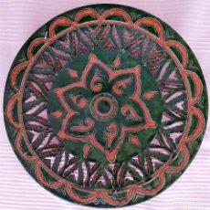 Antigüedades: PLATO CERAMICA UBEDA (GONGORA) DECORACIÓN EN RELIEVE VERDE. Lote 169758916