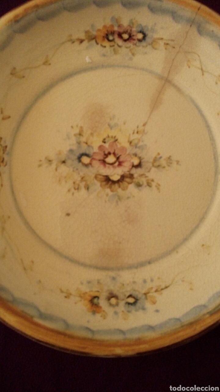Antigüedades: Plato de ceramica. Antonio Peyro. Motivos florales. - Foto 6 - 169793548