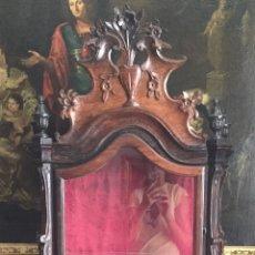 Antigüedades: ANTIGUA VITRINA ESPAÑOLA DEL SIGLO XVIII EN CEDRO. Lote 169798964