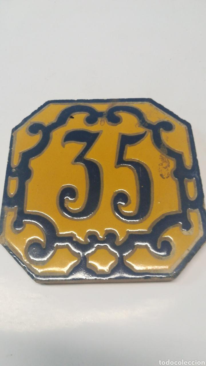 BALDOSA NÚMERO 35 SEVILLA (Antigüedades - Porcelanas y Cerámicas - Triana)