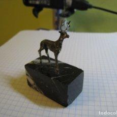 Antigüedades: MINIATURA CERVATILLO EN PLATA DE LEY. Lote 169862576
