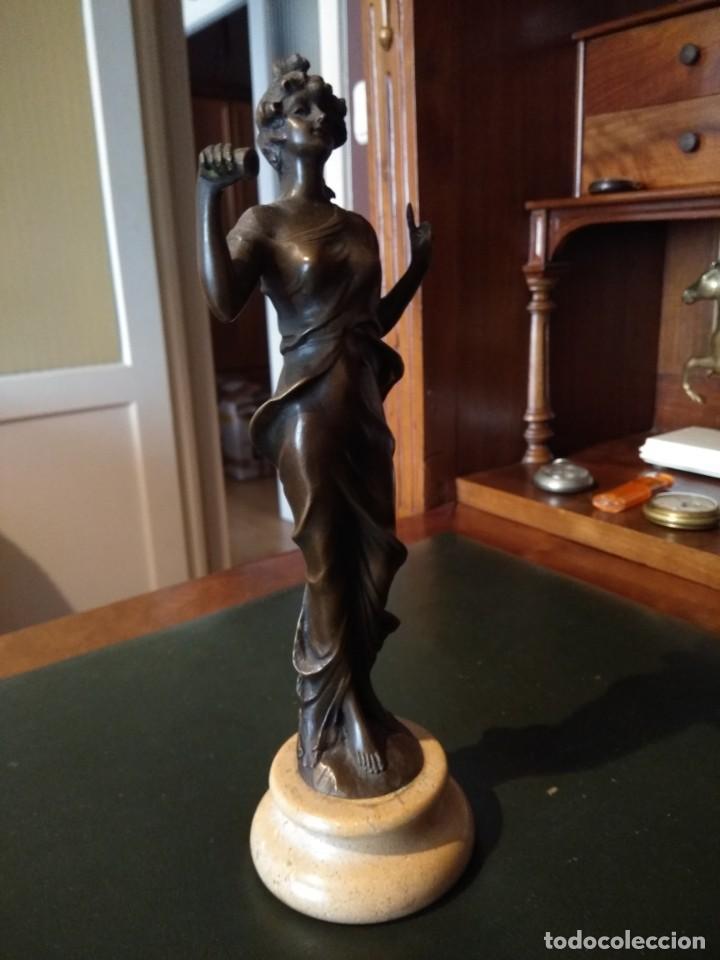 Antigüedades: Figura de bronce de mujer sobre peana de marmol blanco - Foto 6 - 169889268