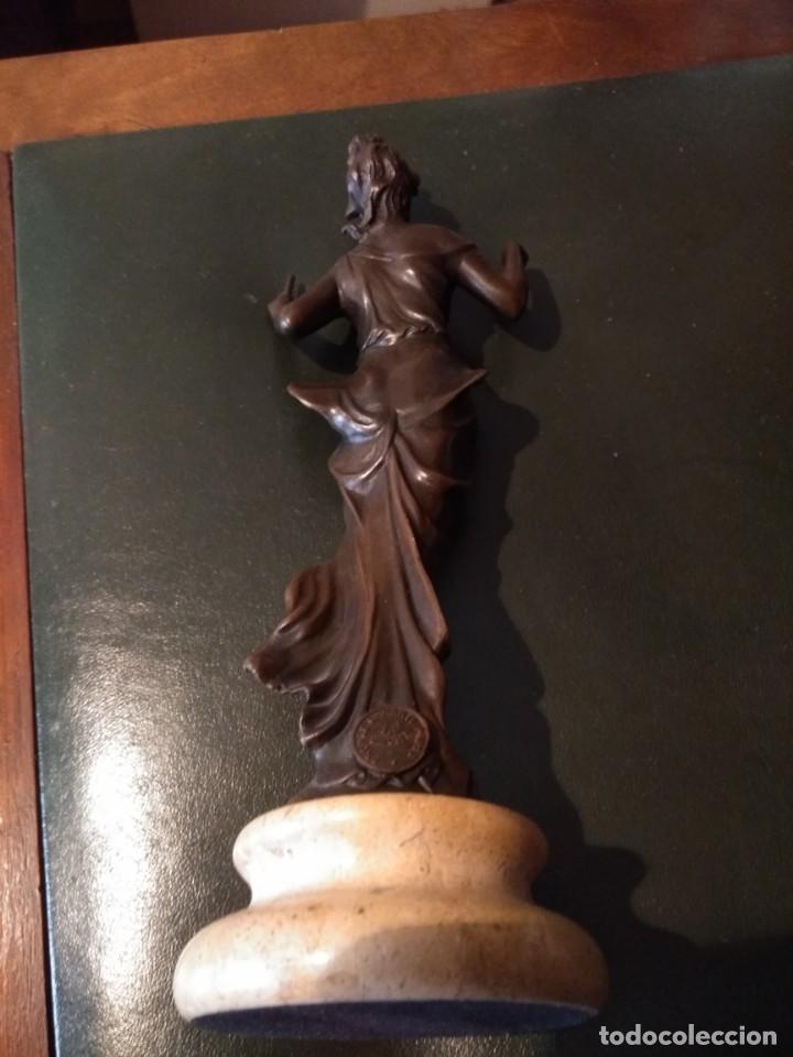 Antigüedades: Figura de bronce de mujer sobre peana de marmol blanco - Foto 8 - 169889268