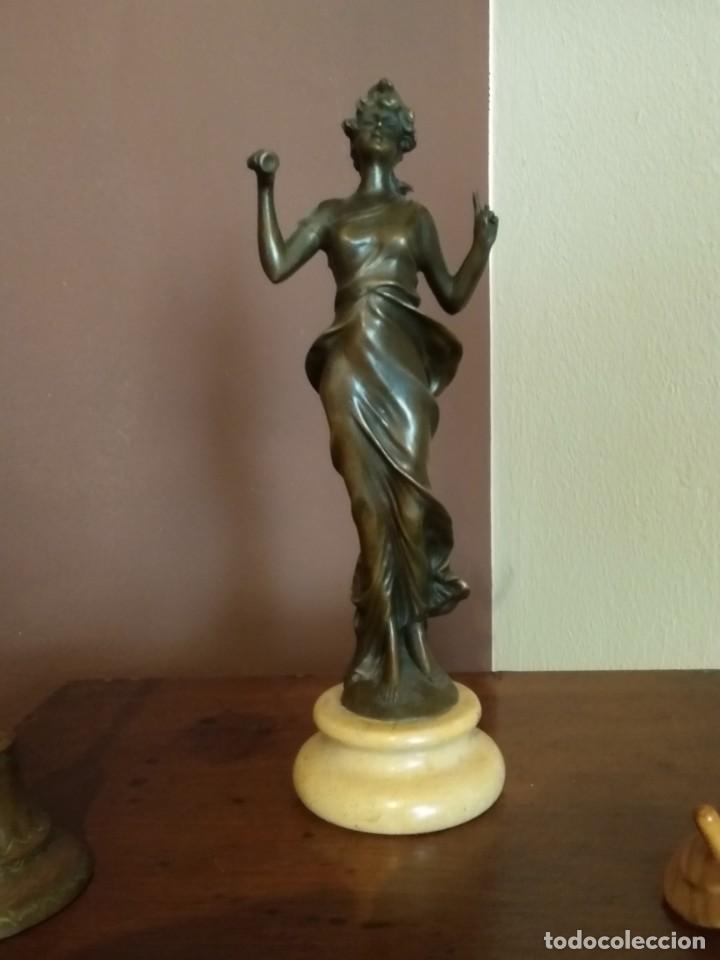 Antigüedades: Figura de bronce de mujer sobre peana de marmol blanco - Foto 10 - 169889268