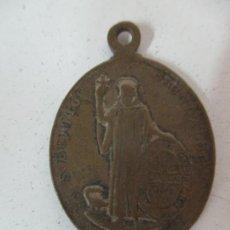 Antigüedades: ANTIGUA MEDALLA SAN BENITO - N.S. DE MONTSERRAT - BRONCE CINCELADO - S. XIX. Lote 169889300