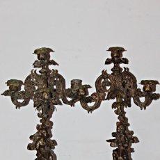 Antigüedades: PAR DE CANDELABROS DE MEDIADOS DEL S.XIX (2) - BRONCE Y CALAMINA - SEGUNDA MITAD DEL SIGLO XIX. Lote 169911440
