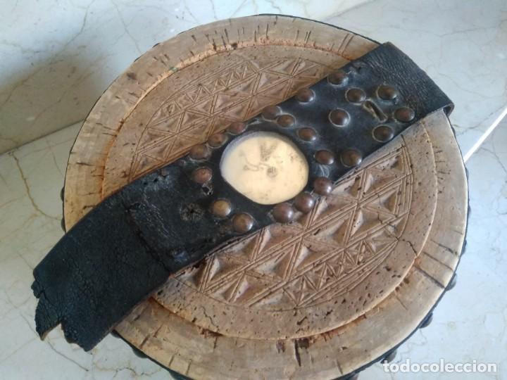 Antigüedades: Bonita fiambrera de pastor tallada, corcho y cuero - Foto 3 - 169926036