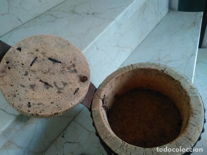 Antigüedades: Bonita fiambrera de pastor tallada, corcho y cuero - Foto 5 - 169926036