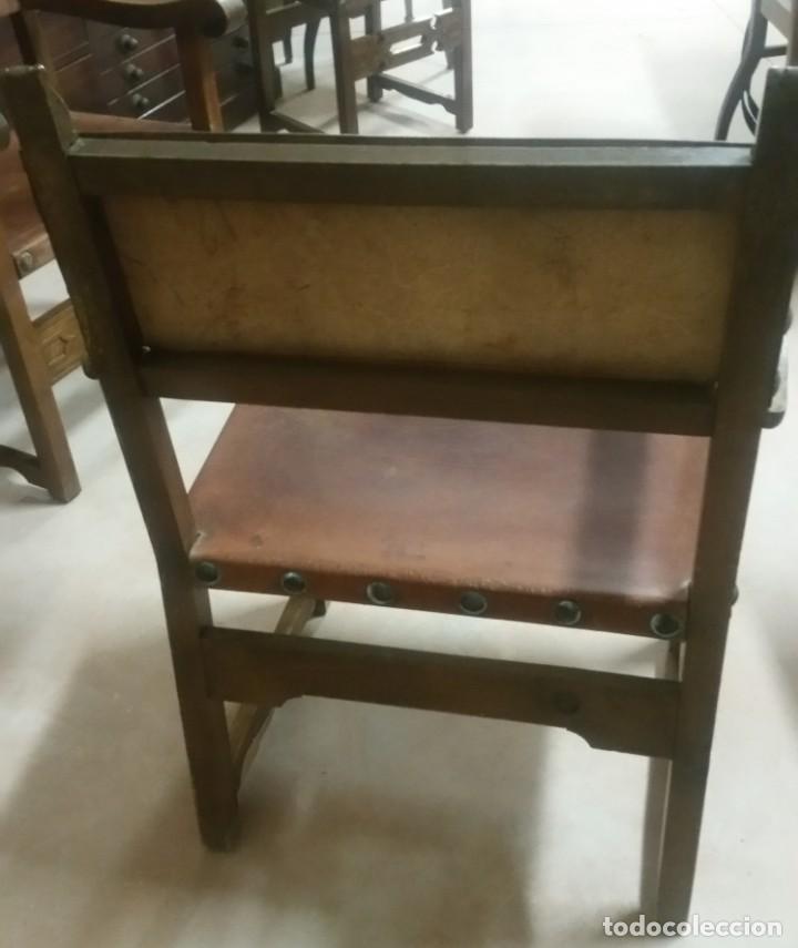 Antigüedades: Pareja de sillones fraileros de piel y madera - Foto 2 - 169945720