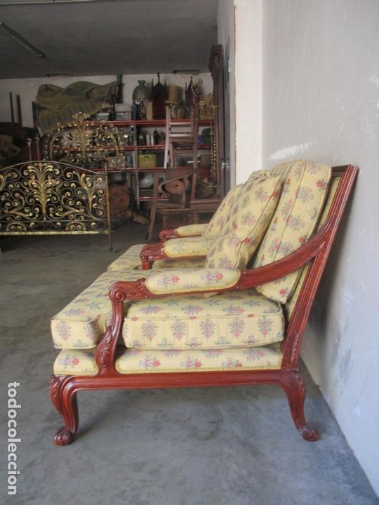 Antigüedades: Pareja de Sillones - Sillón, Madera Color Caoba - Tapicería con Fina Ropa - Muy Cómodos - Foto 5 - 170010192