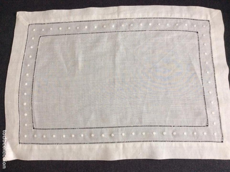 Antigüedades: Tapete de hilo con vainicas y bordado de bodoques. Siglo XX - Foto 5 - 170014568