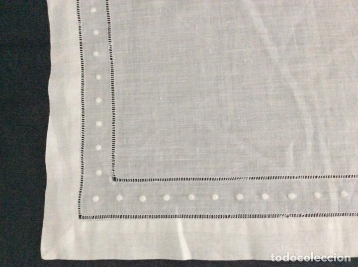 Antigüedades: Tapete de hilo con vainicas y bordado de bodoques. Siglo XX - Foto 6 - 170014568