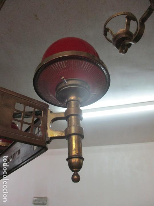 Antigüedades: Bonita Lampara de Techo, Art Decó - Bronce - Tulipas de Cristal, Color Rojo - 5 Luces - Años 20 - Foto 4 - 170043004