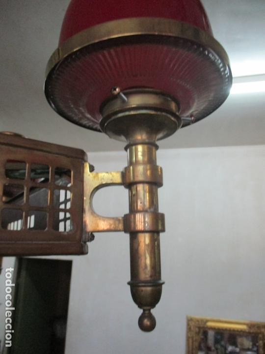 Antigüedades: Bonita Lampara de Techo, Art Decó - Bronce - Tulipas de Cristal, Color Rojo - 5 Luces - Años 20 - Foto 5 - 170043004