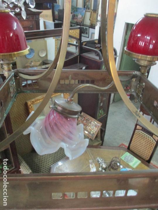 Antigüedades: Bonita Lampara de Techo, Art Decó - Bronce - Tulipas de Cristal, Color Rojo - 5 Luces - Años 20 - Foto 7 - 170043004