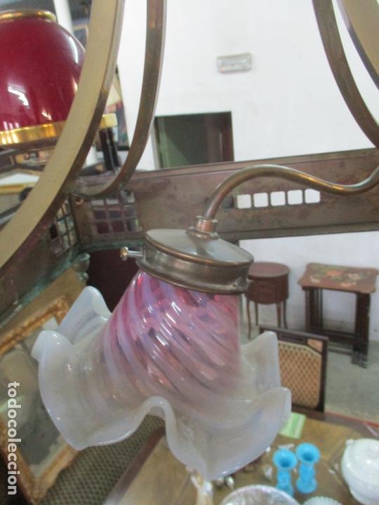 Antigüedades: Bonita Lampara de Techo, Art Decó - Bronce - Tulipas de Cristal, Color Rojo - 5 Luces - Años 20 - Foto 8 - 170043004