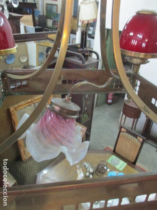 Antigüedades: Bonita Lampara de Techo, Art Decó - Bronce - Tulipas de Cristal, Color Rojo - 5 Luces - Años 20 - Foto 12 - 170043004