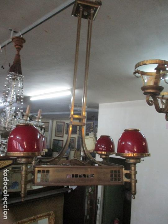 Antigüedades: Bonita Lampara de Techo, Art Decó - Bronce - Tulipas de Cristal, Color Rojo - 5 Luces - Años 20 - Foto 13 - 170043004