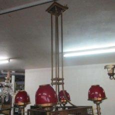 Antigüedades: BONITA LAMPARA DE TECHO, ART DECÓ - BRONCE - TULIPAS DE CRISTAL, COLOR ROJO - 5 LUCES - AÑOS 20. Lote 170043004