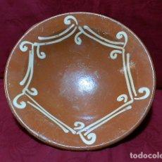 Antigüedades: ANTIGUO PLATO DE BARRO 26'5 CM DIAMETRO, CERAMICA TRADICIONAL. Lote 170058896