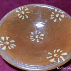 Antigüedades: ANTIGUO PLATO DE BARRO 30'5 CM DIAMETRO, CERAMICA TRADICIONAL. Lote 170059316