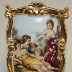 Antigüedades: BONITA PLACA PINTADA SOBRE PORCELANA FRANCESA DE LIMOGES. Lote 170076880