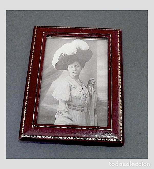 Antigüedades: PORTAFOTOS ANTIGUO EN PIEL CON EL BORDE EN ORO - Foto 2 - 170087300