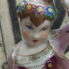 Antigüedades: FIGURA DE PORCELANA TIPO MEISSEN, BELLA DAMA CON CESTA, MARCADA EN LA BASE, 16,5 CM. DE ALTURA. Lote 170096952