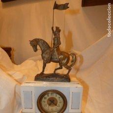 Antigüedades: RELOJ FRANCÉS EN CERÁMICA CON FIGURA DE JUANA DE ARCO EN METAL. MIDE 48 ALTOX24X9.SIN RELOJ . Lote 170115340