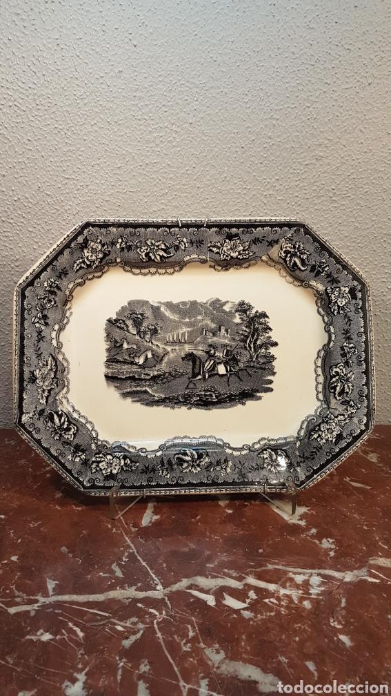 BANDEJA OCHAVADA LA AMISTAD - CARTAGENA SERIE CINEGETICA SIGLO XIX (Antigüedades - Porcelanas y Cerámicas - Cartagena)