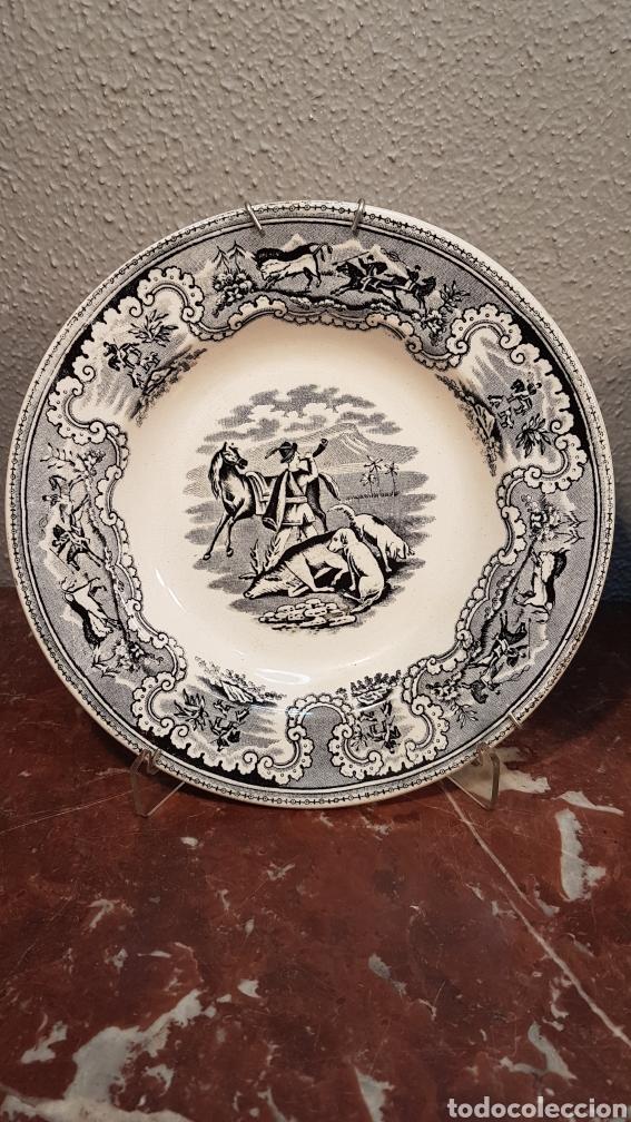Antigüedades: LOTE DE 2 PLATOS, LA CAZA DEL CIERVO Y LA CAZA DEL LEON CERAMICA DE LA AMISTAD,CARTAGENA. SIGLO XIX - Foto 2 - 170124433