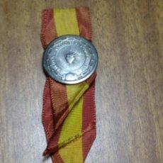 Antigüedades: PIN DE AGUJA DE LOS SAGRADOS CORAZONES CON CINTA DE BANDERA ESPAÑOLA. Lote 170127640
