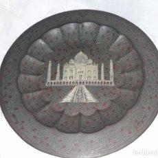 Antigüedades: BELLO ANTIGUO PLATO BANDEJAS COBRE REPUJADO Y SERIGRAFIADO TAJ MAHAL INDIA 34CM. Lote 170135624