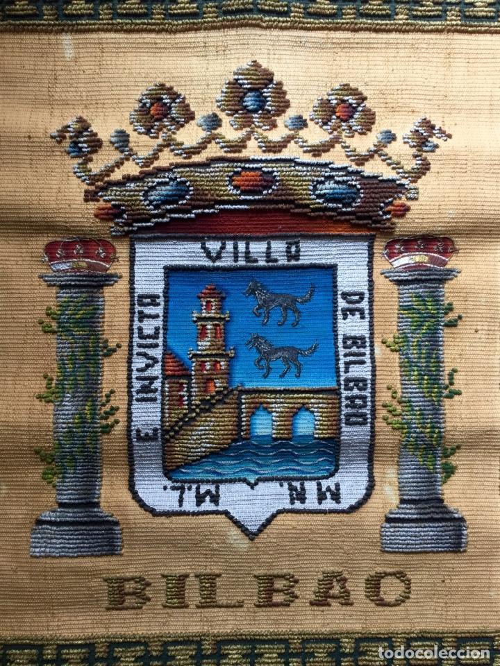 Antigüedades: Repostero tapiz de Bilbao de Tapices Elección (77x68cm) - Foto 2 - 170140456
