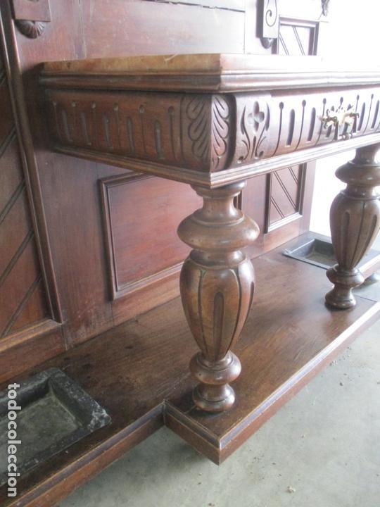Antigüedades: Antiguo Mueble Recibidor Alfonsino - Paragüero de Nogal - Espejo - Perchas y Decoraciones en Bronce - Foto 4 - 180452223