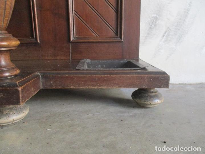 Antigüedades: Antiguo Mueble Recibidor Alfonsino - Paragüero de Nogal - Espejo - Perchas y Decoraciones en Bronce - Foto 7 - 180452223